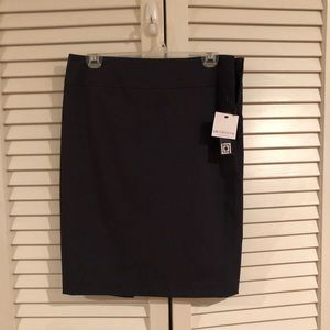 Women's size 6 skirt. New with tags.